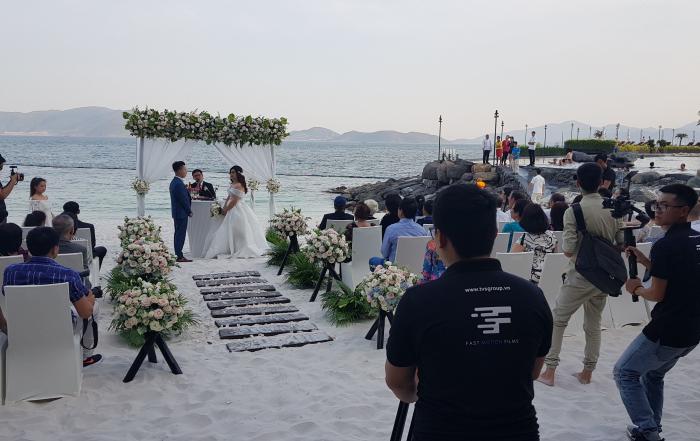destination wedding tiệc cưới ngoài trời